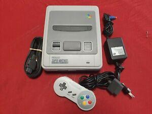 Console Super Nintendo SNES En Très Bon État Avec Cables Et Manette