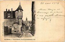 CPA Nevers-Vieille Maison, rue de la Cathédrale (420785)
