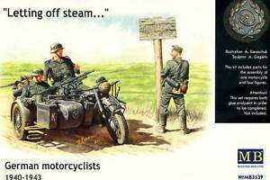 Masterbox 4 Soldiers With Motorcycle BMW R75 East Front Break 1:3 5 Model Kit
