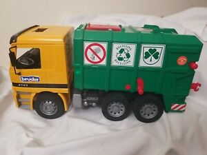 Bruder Mercedes Benz Garbage Recycling Truck 4143 Furth Germany NO TRASH CANS