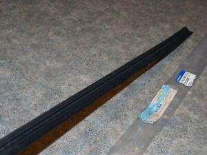 1372986  /  1372987  Volvo 850 S70 rear door belt line weather strip right/left