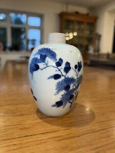 CHINESE 17TH CENTURY KANGXI PERIOD BLUE AND WHITE PORCELAIN JAR VASE