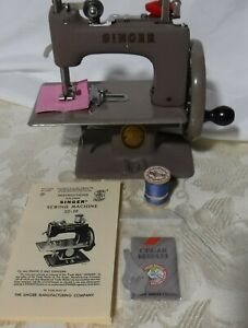 Excellent Little Singer SEWHANDY #20 Vintage50's Child's Sewing Machine