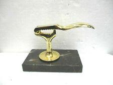 Casse noix / noisettes en métal doré sur socle en marbre