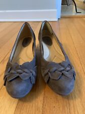 """Earth """"Teaberry"""" Dark Taupe Suede Wedge Pumps Size 10 B"""