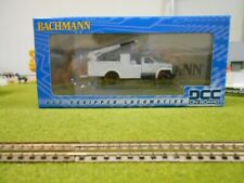 Bachmann 16901 HO Unlettered MOW Hi-Rail Equipment Truck w/Crane