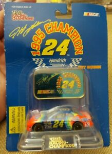 Racing Champions 1995 Champion Jeff Gordon #24 DuPont Chevy 1:64 Die-Cast Car