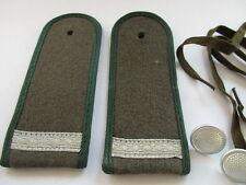 Rückwärtige Dienste  dunkelgrün Hptm NVA  4 paar Schulterstücke Ultn