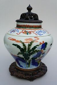 Chinese Wucai Jar With Lid And Stand , 19th / Early 20th Century.