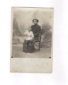 CPA Carte postale ancienne (femme et enfant à identifier)