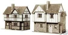 Superquick B28 Two Elizabethan Cottages. NEW (00 Gauge)