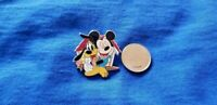 Disney Hugs Mystery Collection -  Mickey And Pluto In Dog House Pin