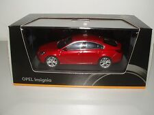 Opel Insignia 5-türig, 1:43 granatapfelrot metallic