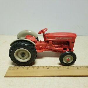 Toy ERTL 1/16 Diecast New Holland Ford 621 Workmaster Tractor Wide Front