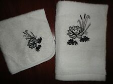 CELEBRITY BLACK & WHITE FLORAL EMBROIDERY (2PC) HAND TOWEL SET 15 X 24