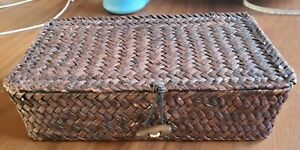 """Vintage Brown Seagrass Wicker Woven 9"""" Storage Box Basket hinged Lid toggle"""