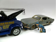 TOW TRUCK DRIVER/OPERATOR SCOTT FIGURE FOR 1:24 MODEL CAR AMERICAN DIORAMA 23905