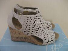 Women's Life Stride Blush Micro Suede Wedge Sandals 3 Inch Heel Hinx Size 6M