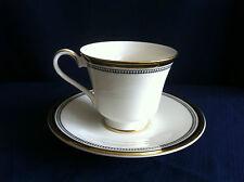 Royal Doulton pavanne TEA CUP & SAUCER (molto lievi RIM dorati usura su Tazza)
