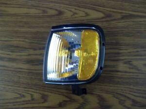 New Isuzu Park Signal Lamp Assembly OEM 97260014
