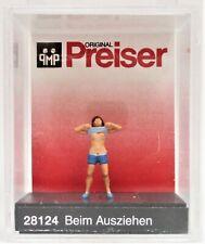 HO Scale Preiser Kg 28124 Lady Undressing/Raised Shirt Figure