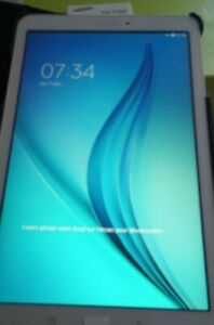 Samsung galaxy Tab E blanche parfait état