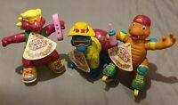 3x Vintage Imperial 1992 Dino Kids Figur mit Etikett / Dinosaurs - Full Set of 3
