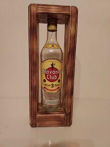 Stehlampe mit Havana Club -Flasche, beleuchtet mit LED Warmweiß