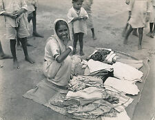 INDE c.1950 - Enfants Femme vendeuse de Tissus   - GF 184