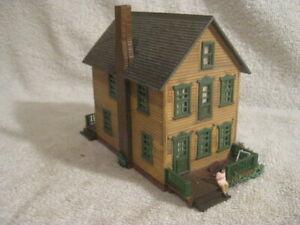 Vintage HO scale Two Story Farmhouse weathered & detailed