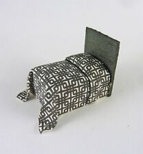 Dollhouse Miniature Artisan Quarter Scale 1:48 Black/White Bed