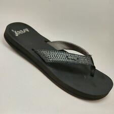 7b93ad5e373b Reef Women s 8 Cushion Sandals Silver Cute Pattern Summer Flip Flop Shoes  EUC