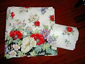 VINTAGE CANNON BLACK RED PURPLE FLORAL HIBISCUS POPPIES (2PC) KING SHEET SET