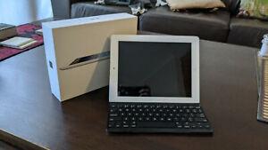 Apple iPad 3rd Gen. 16GB, Wi-Fi, 9.7in Silver. Unlocked with original packaging.