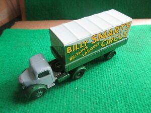 CORGI BEDFORD TRUCK & TRAILER BILLY SMART`S CIRCUS (LOT B18)