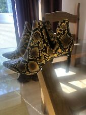 Zara Pointed Heeled Yellow Snakeskin Ankle Boots. Size 5.
