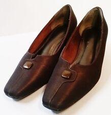Women's LIFE STRIDE size 8.5N pump heel shoe