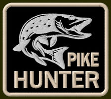 "PIKE HUNTER EMBROIDERED PATCH ~3-1/2""x 3-1/8"" BRODÉ MUOKKAA AUFNÄHER FISHING ROD"