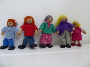 WOODEN DOLLS HOUSE FAMILY DAD MOM GRANNY SON & DAUGHTER