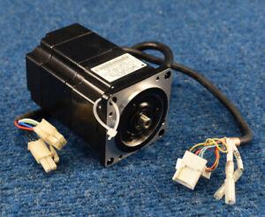 Yaskawa SGMPH-01A2A-YR12  AC Servo Motor 100W 3000 RPM