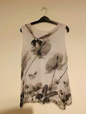 Italian white butterfly flower top size large used 💙💙