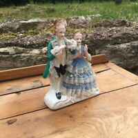 Statuette couple en porcelaine