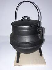 Pote gallego hecho en hierro fundido,  2 litros y 3 pies