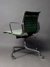 Charles & Ray Eames  Büro und Konferenz Stuhl  EA 118 von  Herman Miller Vitra