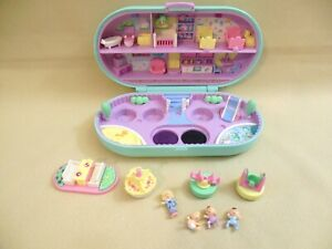 1992 POLLY POCKET BLUEBIRD NURSERY STAMPER COMPACT WITH 4 FIGURES