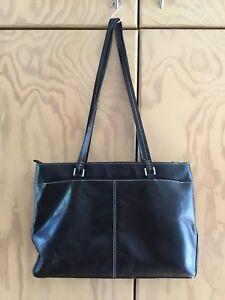 Etienne Aigner Black Leather Shoulder Bag With Multiple Compartments