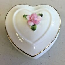 Coalport Heart Shape Trinket Box With Sculpted Heart  (M2)