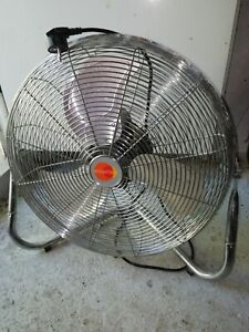 ventilateur brasseur d'air à poser ou a accrocher au mure bon état