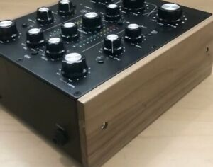Omnitronic TRM-202MK3 Walnut Sides - Solid Wood Cheeks