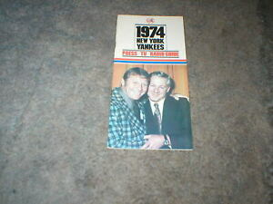 1974 NEW YORK YANKEES PRESS/TV/RADIO GUIDE MICKEY MANTLE AND FORD-THURMAN MUNSON
